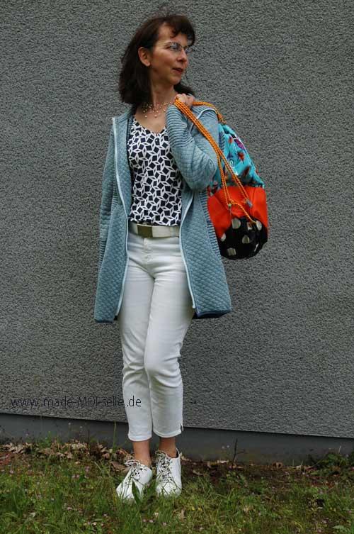 Longshirt mit Strickjacke und Turnbeutel