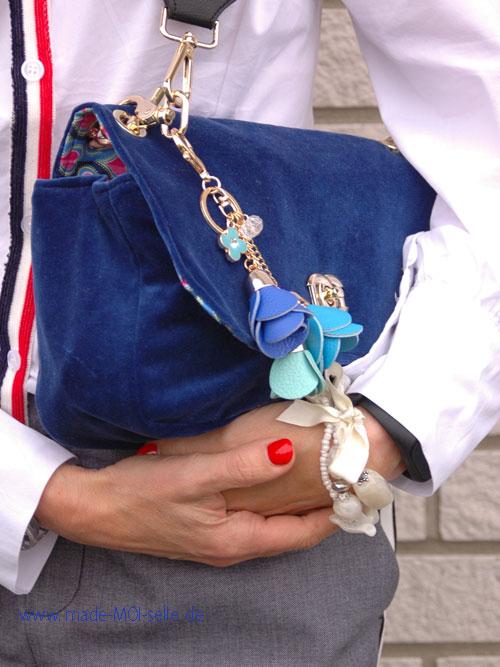 Tasche Skady aus blauem Samt
