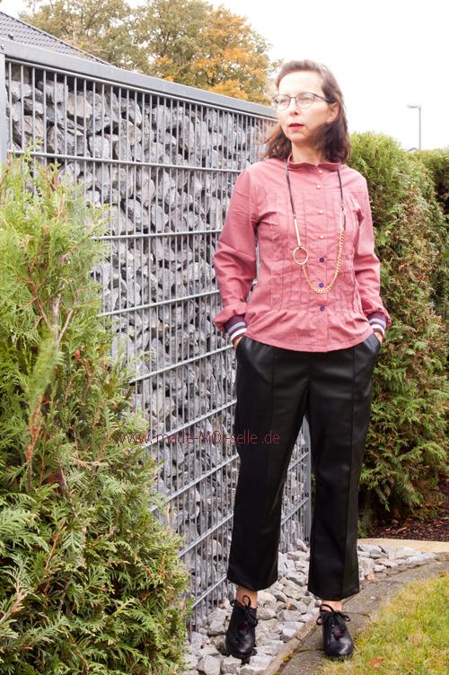 Bluse Anna mit Biesen mit schwarzer Hose