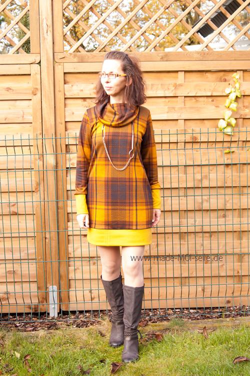 kurzes Kleid mit Kuschelkragen